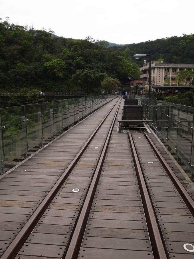 台湾の猫村のホウトンの線路の写真