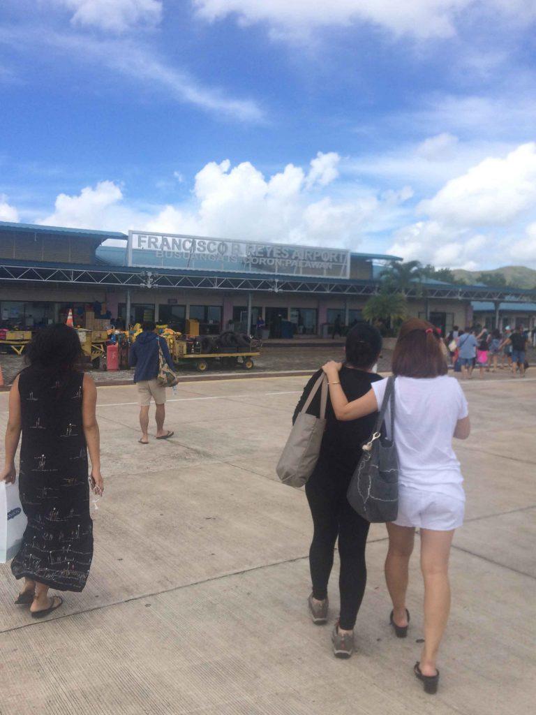 ブスアンガ島のフランシスコ・B/レイエス空港の写真