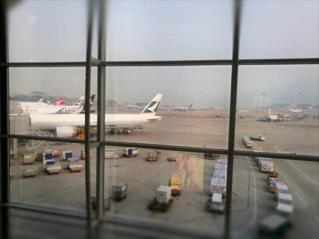 香港国際空港のT1プラザプレミアムラウンジからの眺め