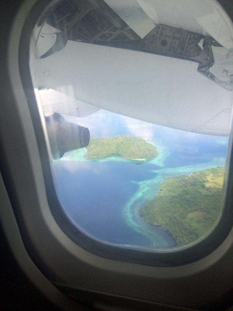 ブスアンガ島上空