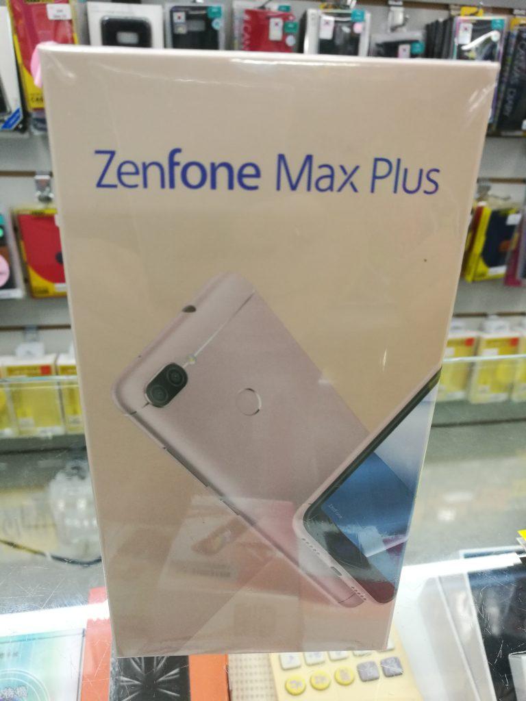 台湾の光華商場の Asus Zen Phone Max Plus(M1)
