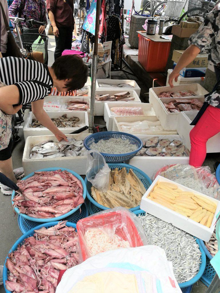 雙連朝市の魚介類の写真