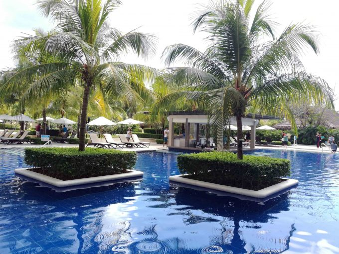 アローナビーチヘナンリゾートのプールの写真