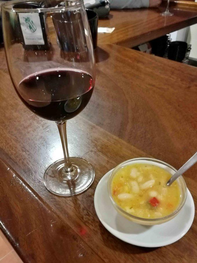 サンティアゴ巡礼のワインの写真