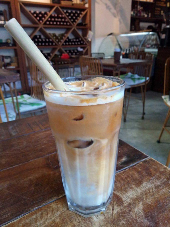 エルニドタウンのカフェ、ボタニカのカフェオレの写真