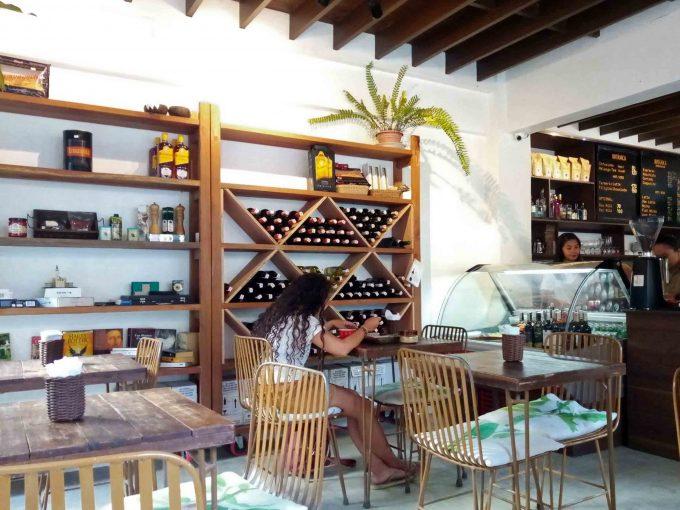 エルニドタウンのカフェ、ボタニカの店内写真