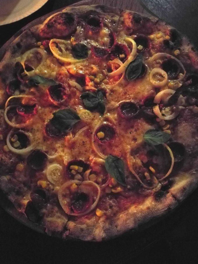 エルニドタウンのアルトローブの窯焼きピザ