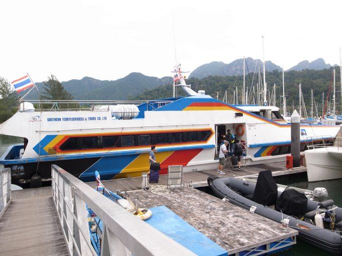 リぺ島までのボートの写真