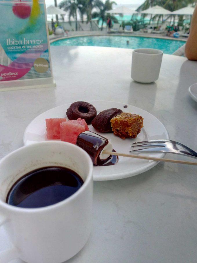 モーベンピックホテルマクタンアイランドセブのアフタヌーンティサービスの写真