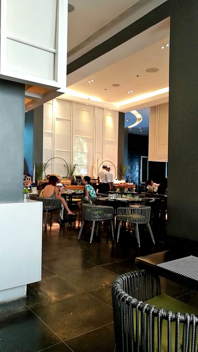 モーベンピックホテルマクタンアイランドセブのビュッフェの写真