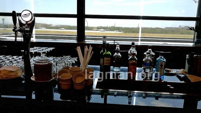 マニラ第3ターミナルのラウンジのアルコールの写真