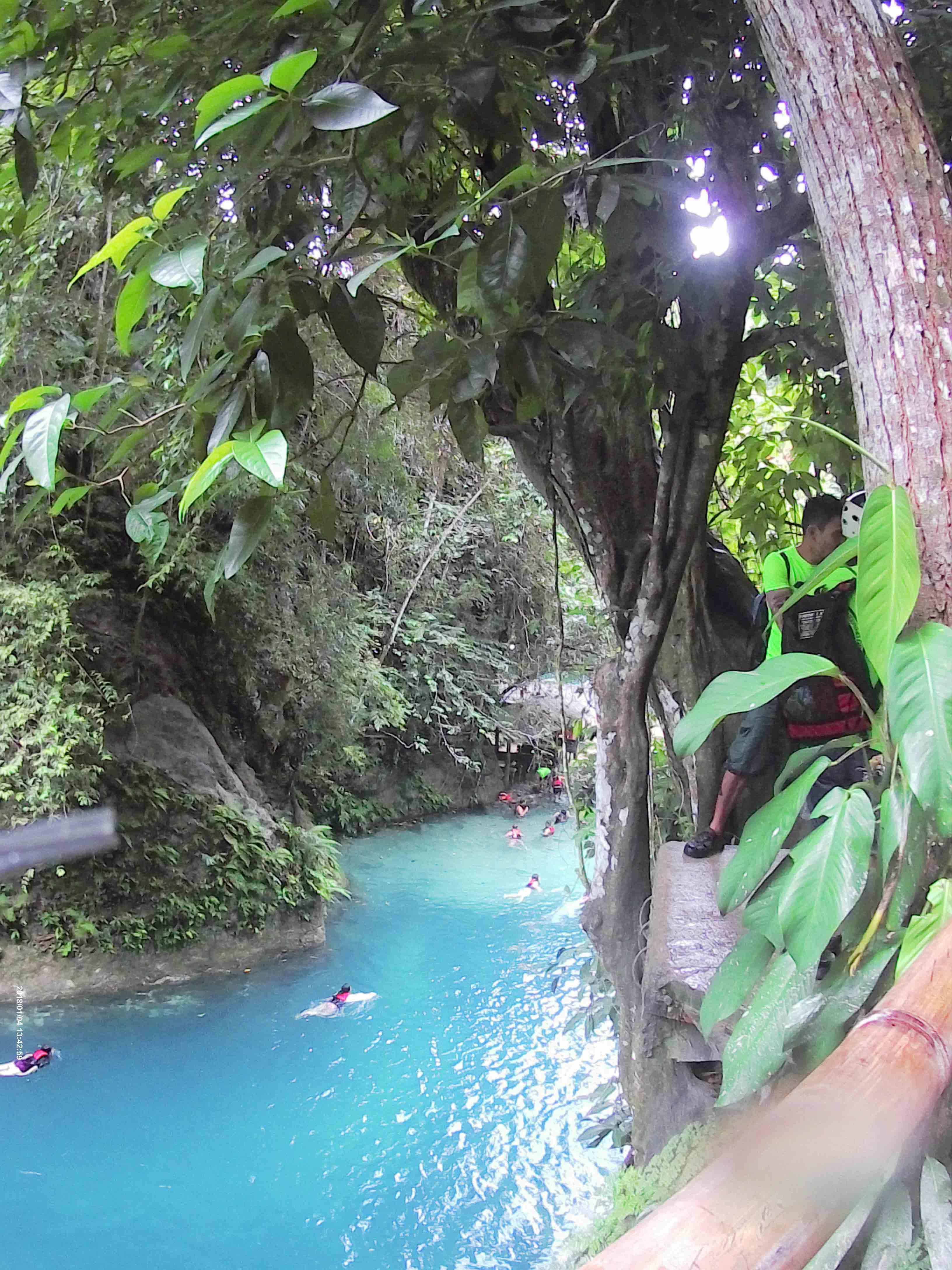 セブのバディアン渓谷キャニオ二ングの写真