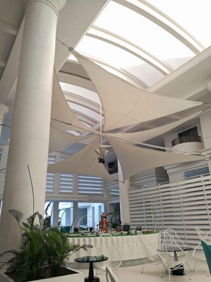モーベンピックホテルマクタンアイランドセブのロビーの写真