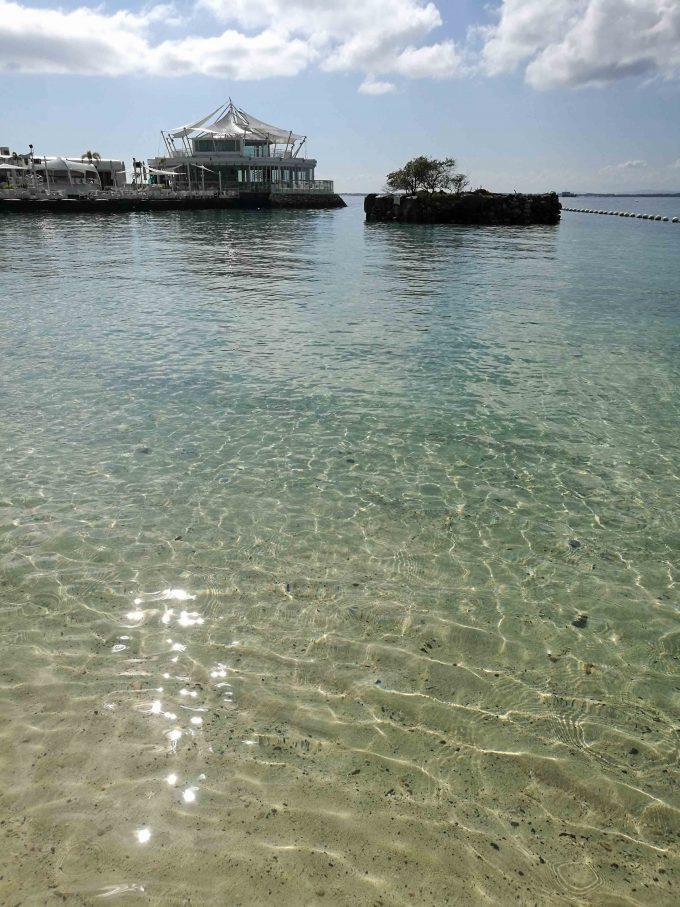 モーベンピックホテルマクタンアイランドセブのビーチの写真