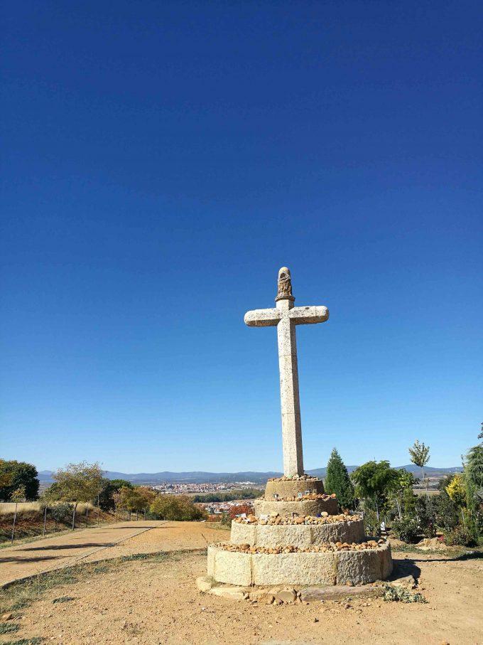 アストルーガを一望するサント・とリビオの十字架の写真