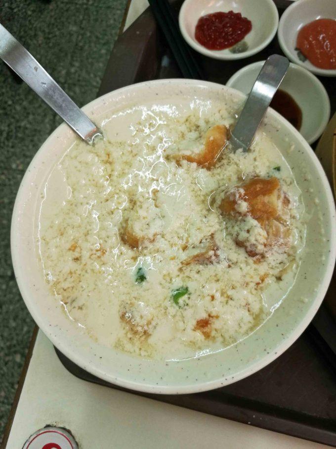 信陽街豆漿の鹹豆漿の写真