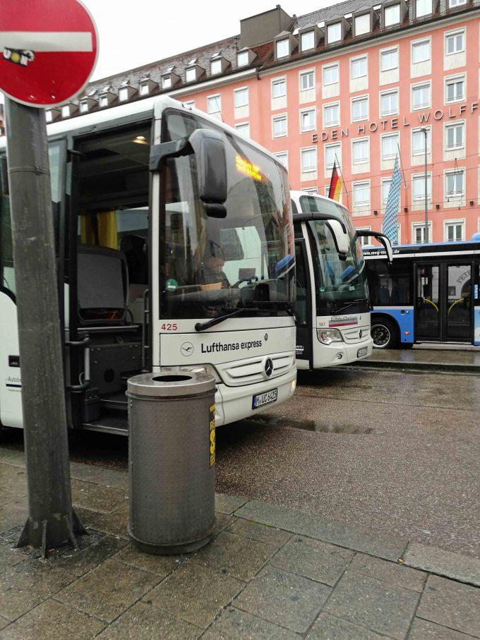 ルフトハンザエアポートバスのミュンヘン中央駅前の写真