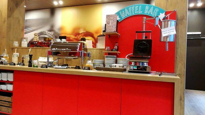 イビスミュンヘンシティホテルの朝食ビュッフェの写真