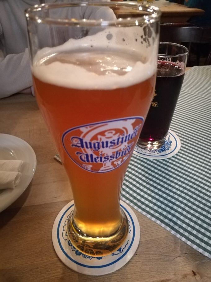 アウグスティナーケラーの白ビールの写真
