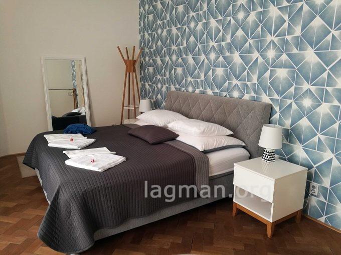 チェコ旧市街のエアービーアンドビーの部屋の写真