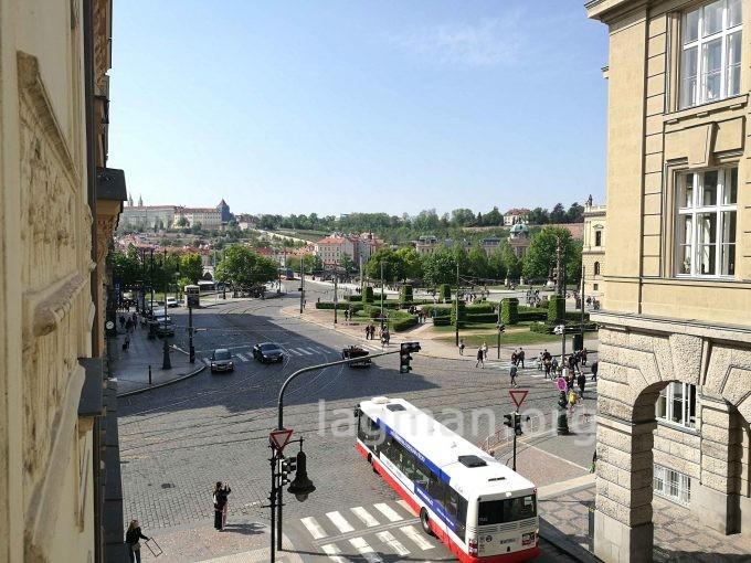 プラハ旧市街のエアービーアンドビーの部屋から眺めの写真