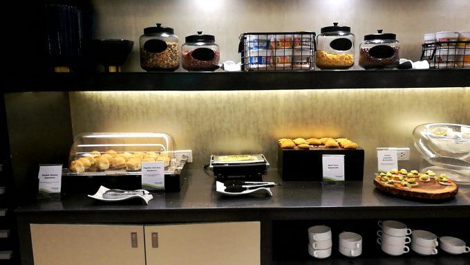 マニラ第1ターミナルのPAGSSラウンジの食事