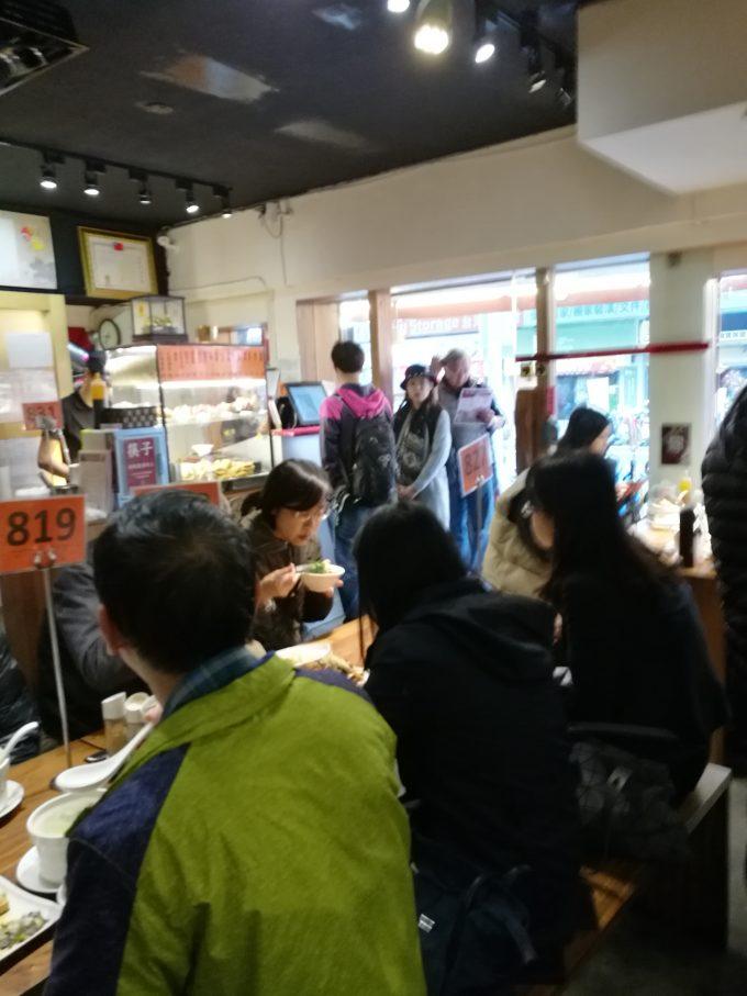 雙月食品社のランチ時の店内の写真