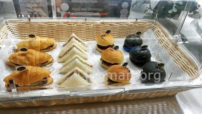 ウドンタニ空港のラウンジのサンドイッチの写真