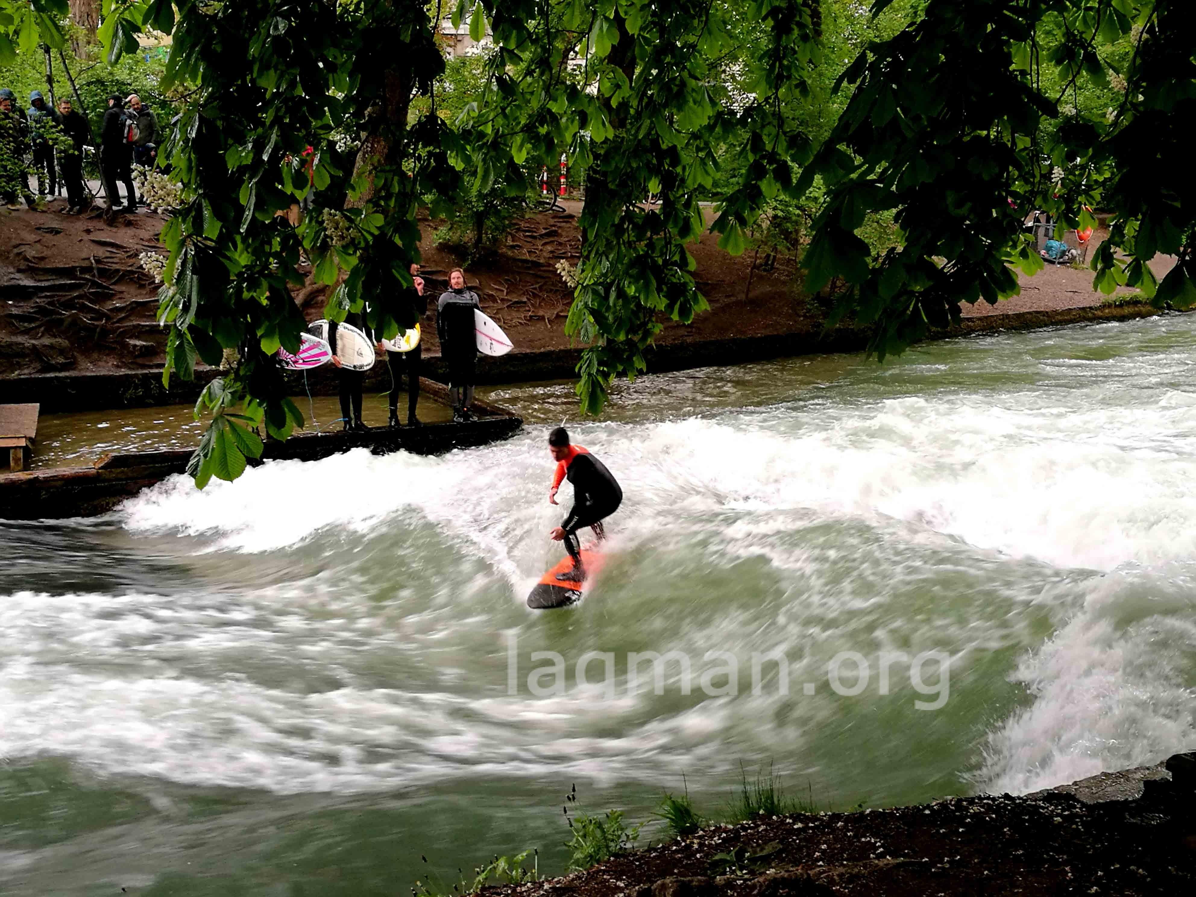 ミュンヘンのサーフィンの写真