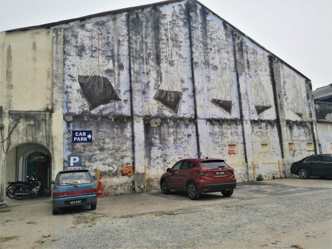 イポーの壁画のビニール袋の写真